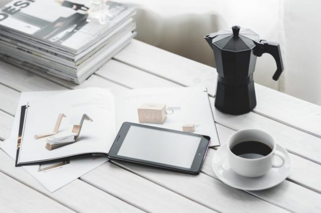 coffee-cup-magazines-desk-6350
